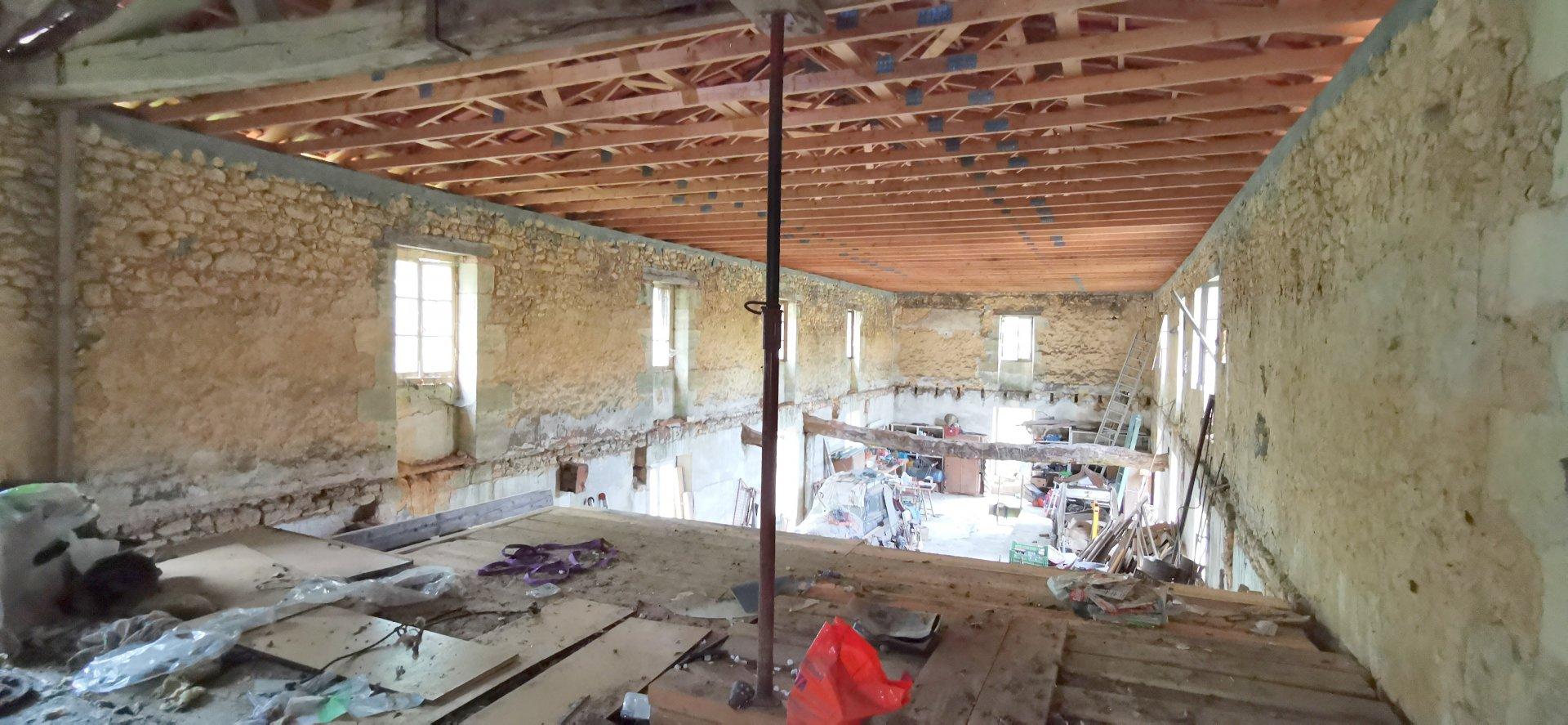 MOULIN EN PIERRES sur 1HA 163 m²