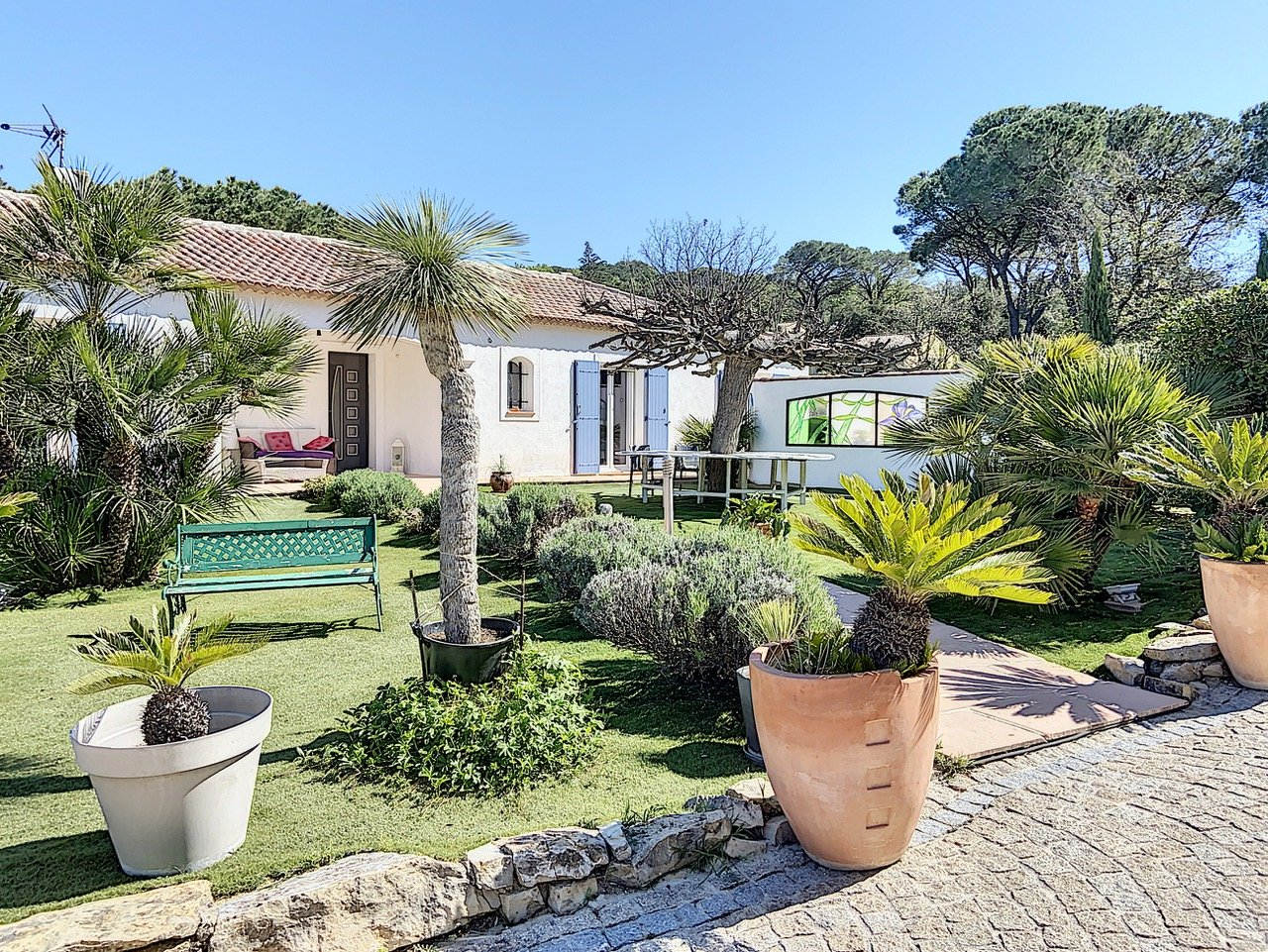 Beautiful villa in a mint condition with pool