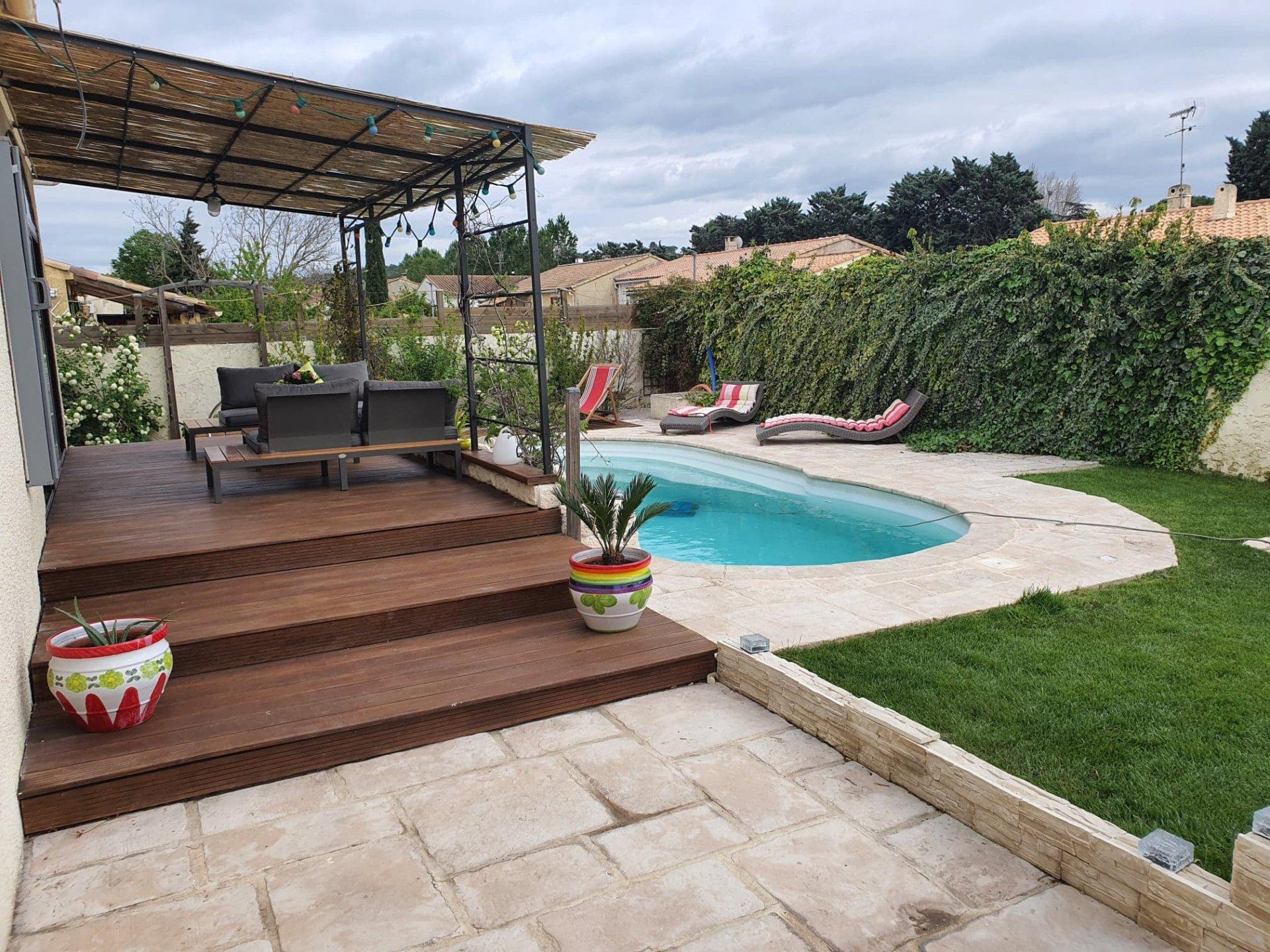 LANCON de Provence ( proche SALON) Maison individuelle 4 chambres avec piscine et jardin clos