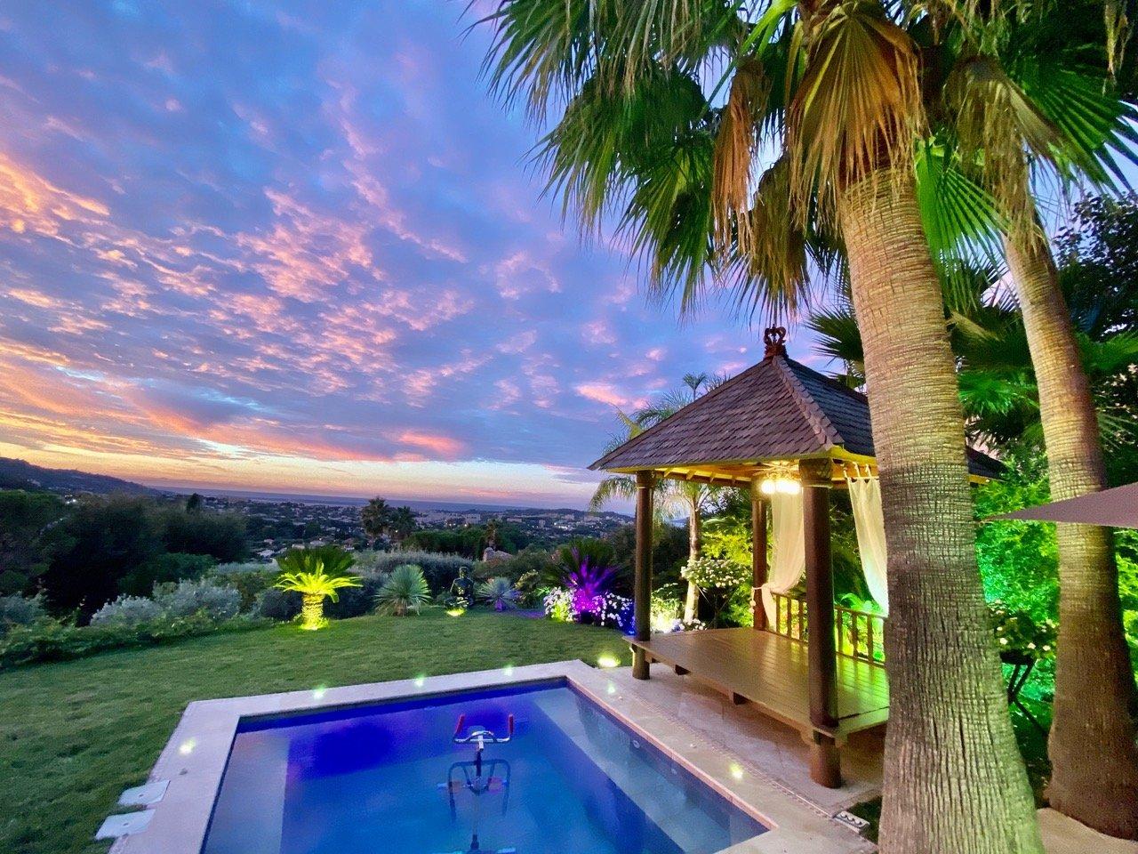 Somptueuse propriété unique au pied du village de mougins avec une vue panoramique a couper le souffle