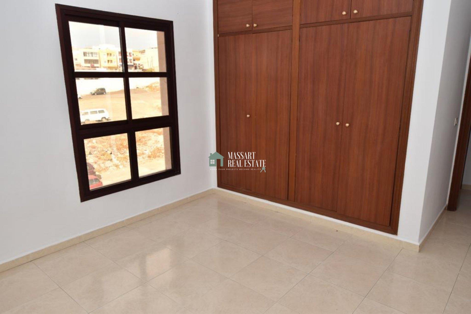 Appartement spacieux de 100 m2 situé dans un quartier central de San Isidro ... idéal comme résidence régulière ou investissement!