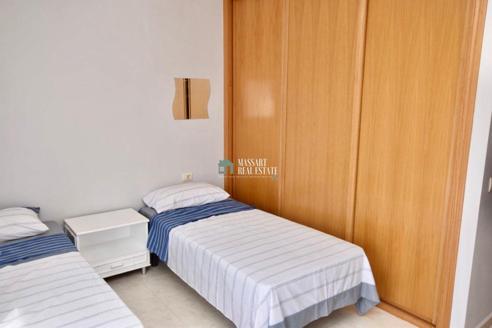 Appartamento arredato caratterizzato dalla sua posizione strategica oltre che dall'offerta di un enorme terrazzo con vista verso il viale principale di San Isidro.