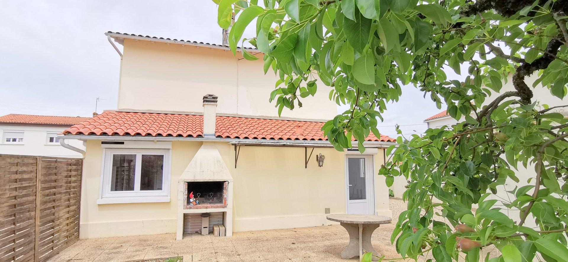 Maison avec dépendance sur 478 m²