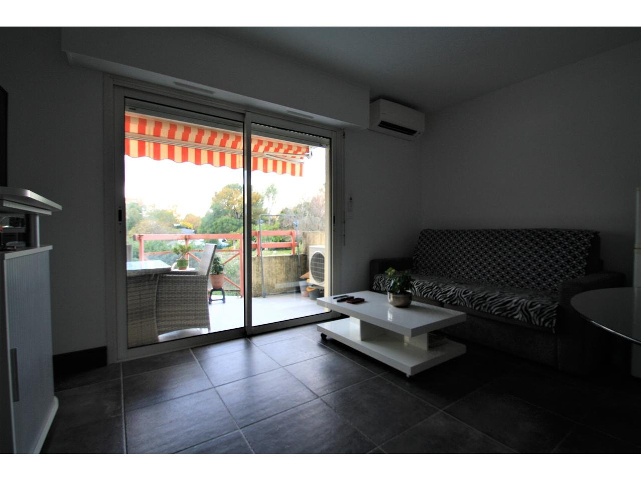 Apartment by the beach and golf courses