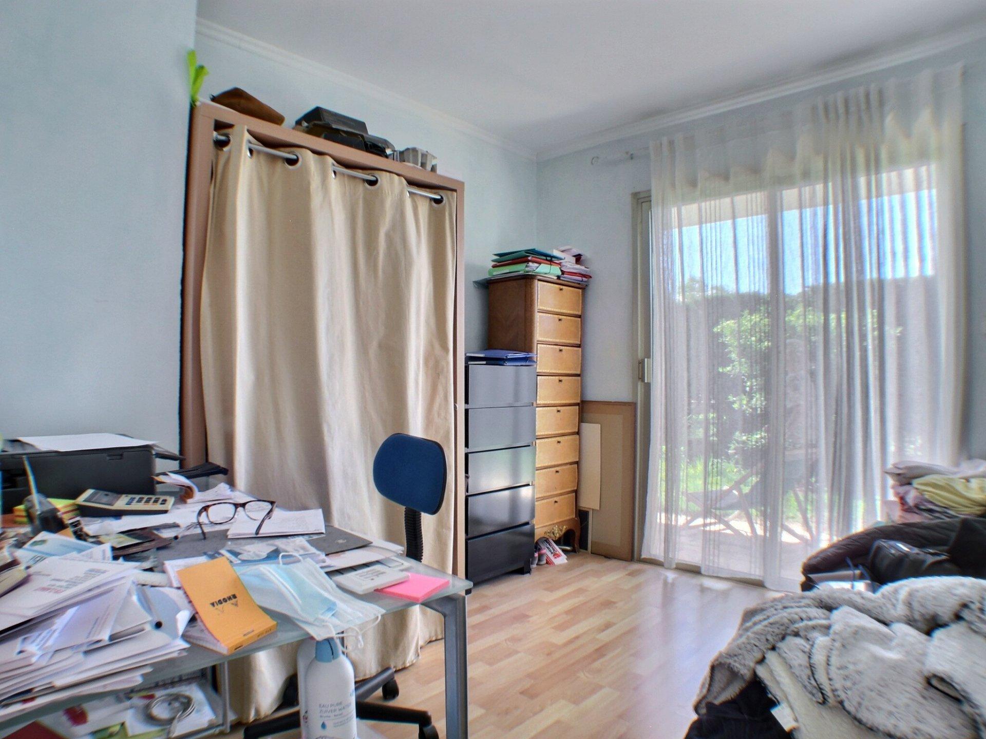 Bel appartement 4 pièces avec 200 m2 de jardin à Antibes