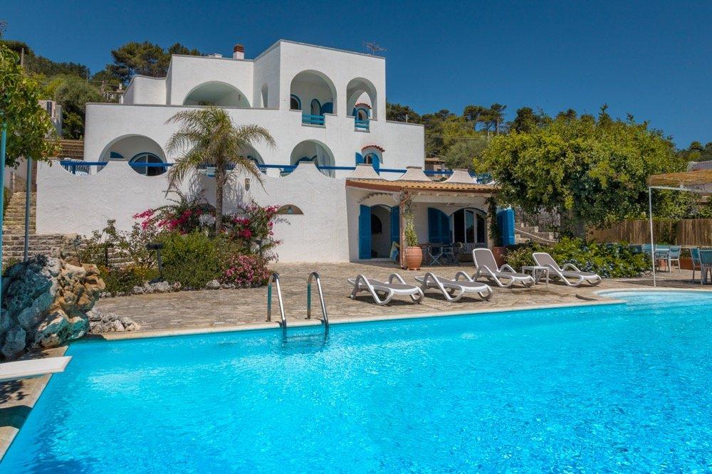 Erstaunliche Strandvilla, 5 Schlafzimmer, Pool und Garten