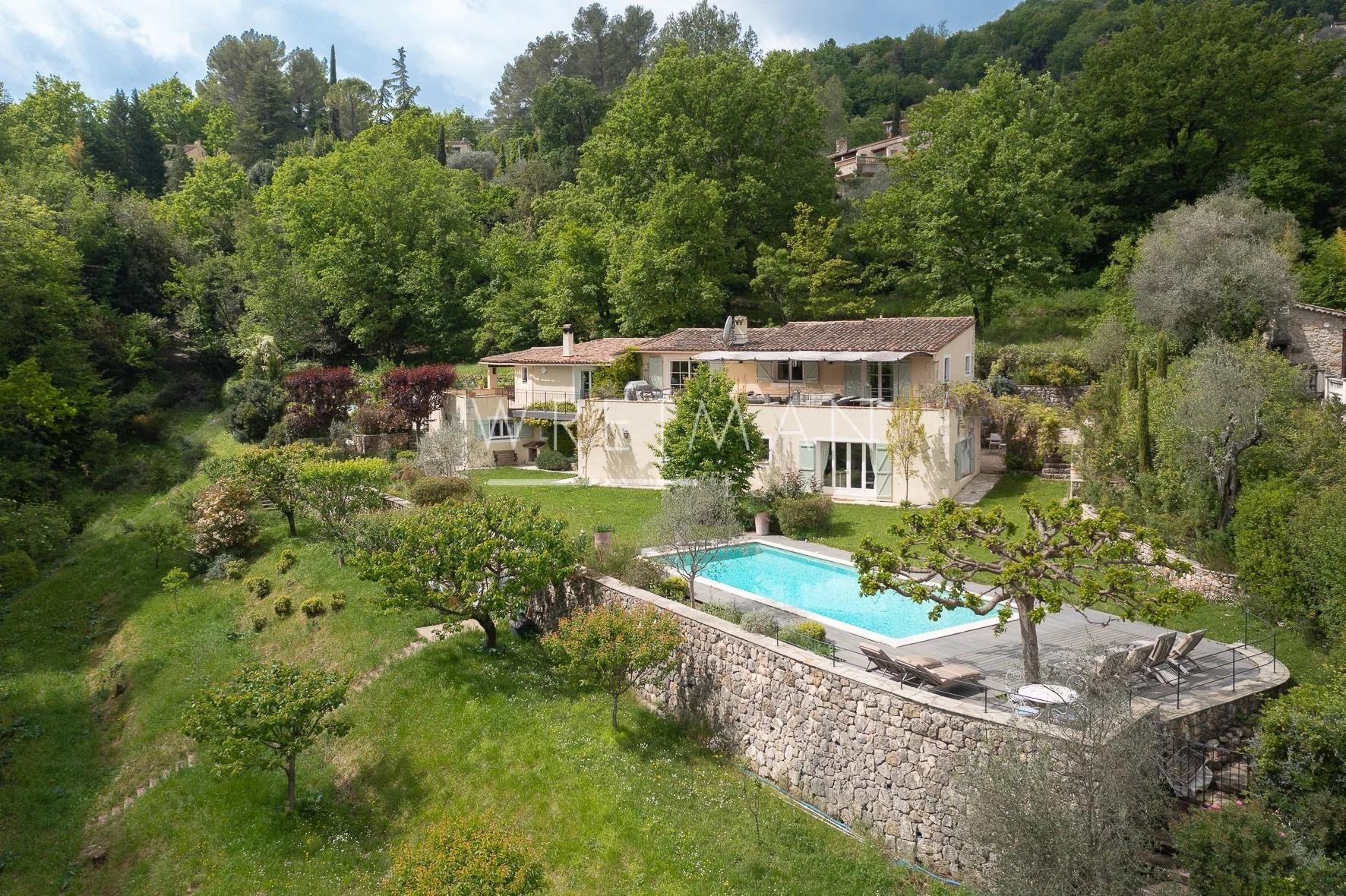 Vackert hus med fantastisk utsikt - Bar-sur-Loup