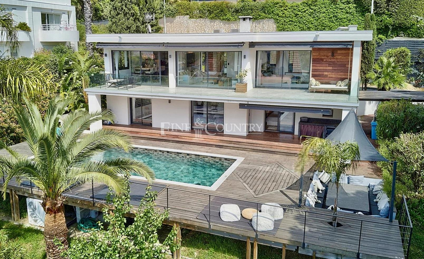 Villa for sale in Cannes, with sea views