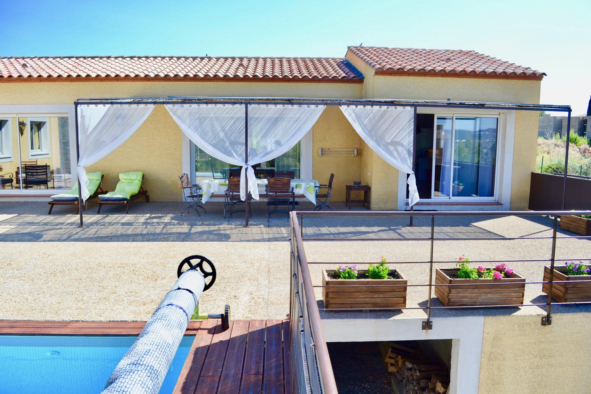 Villa de plain pied avec sa piscine chauffée