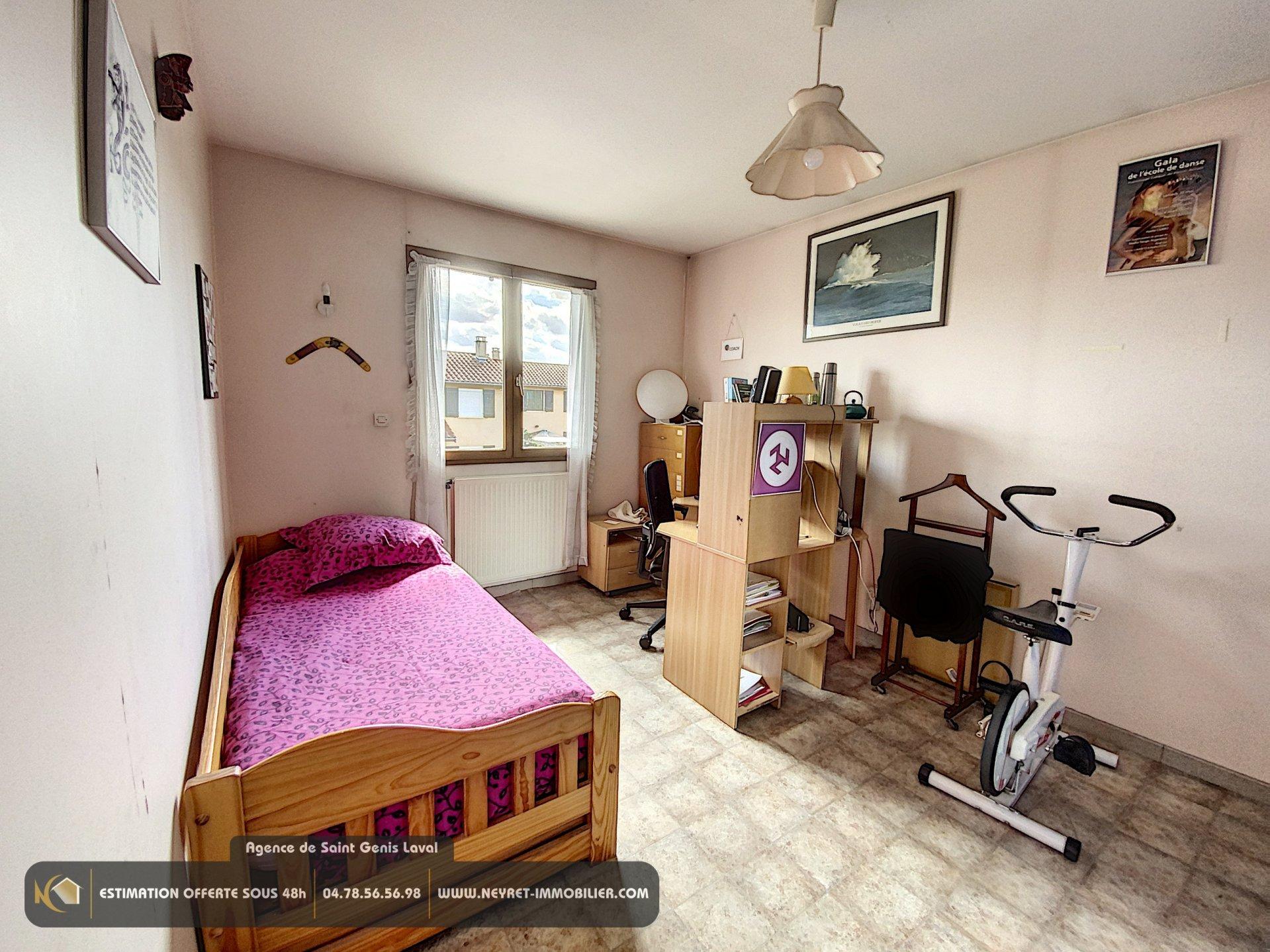 Maison 7 pièces, garage, terrain clos