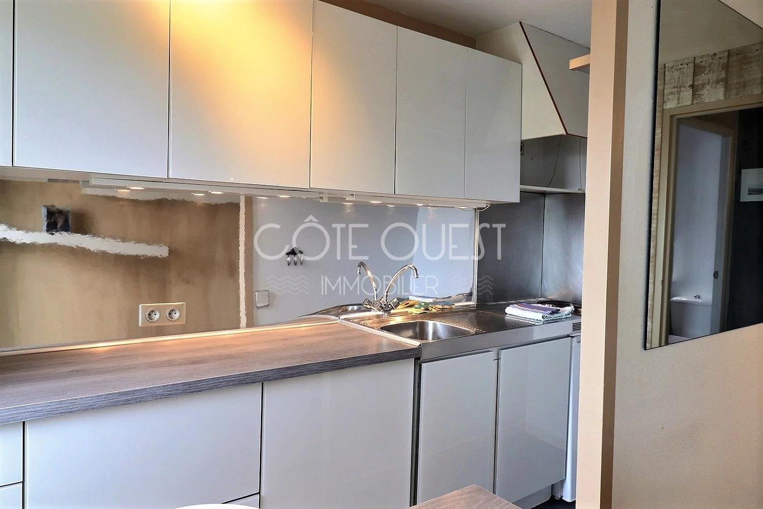 CHAMBRE D'AMOUR – LE PHARE NEIGHBOURHOOD. A 2-ROOM APARTMENT