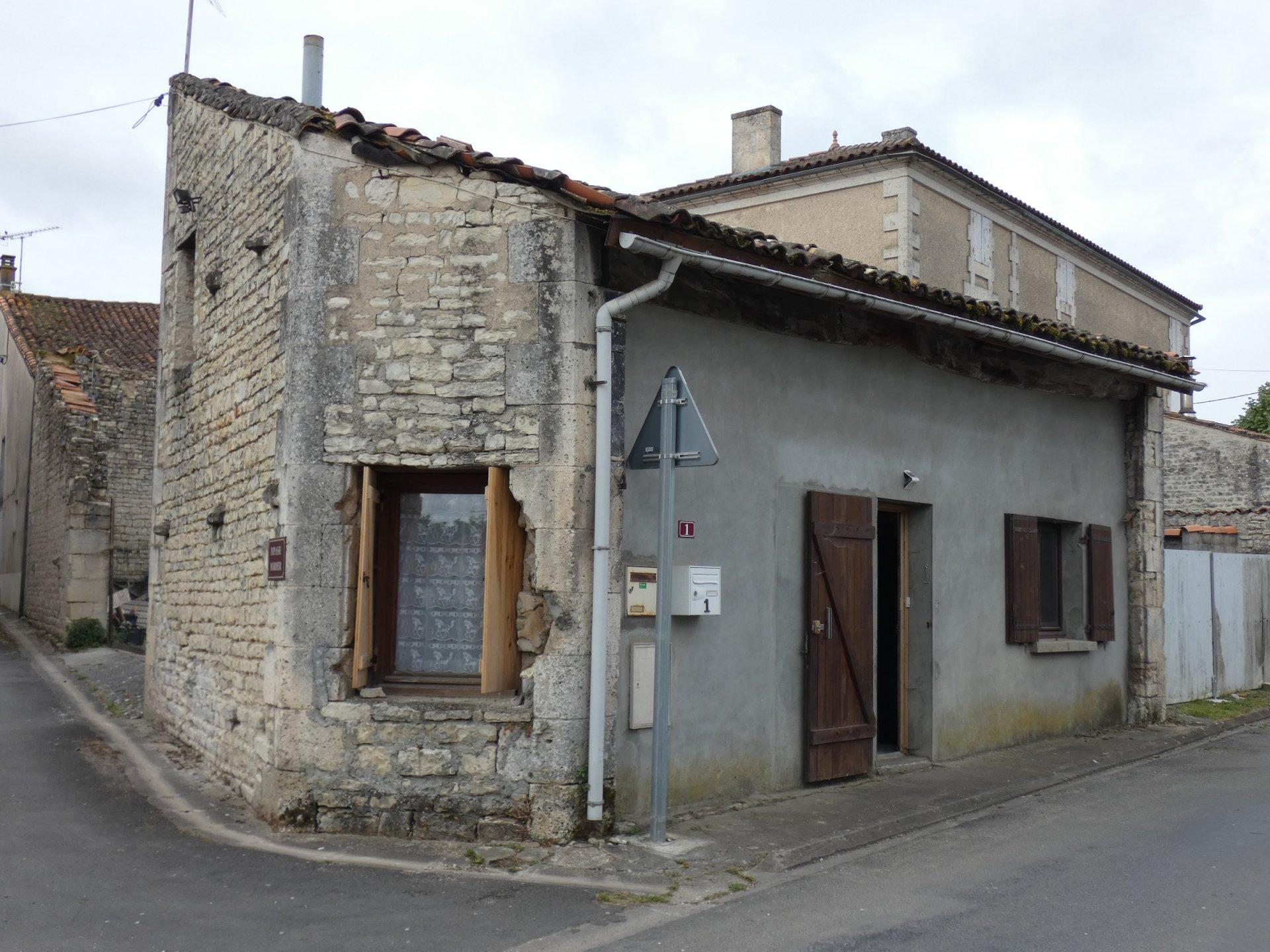 Sale Village house - Coulonges