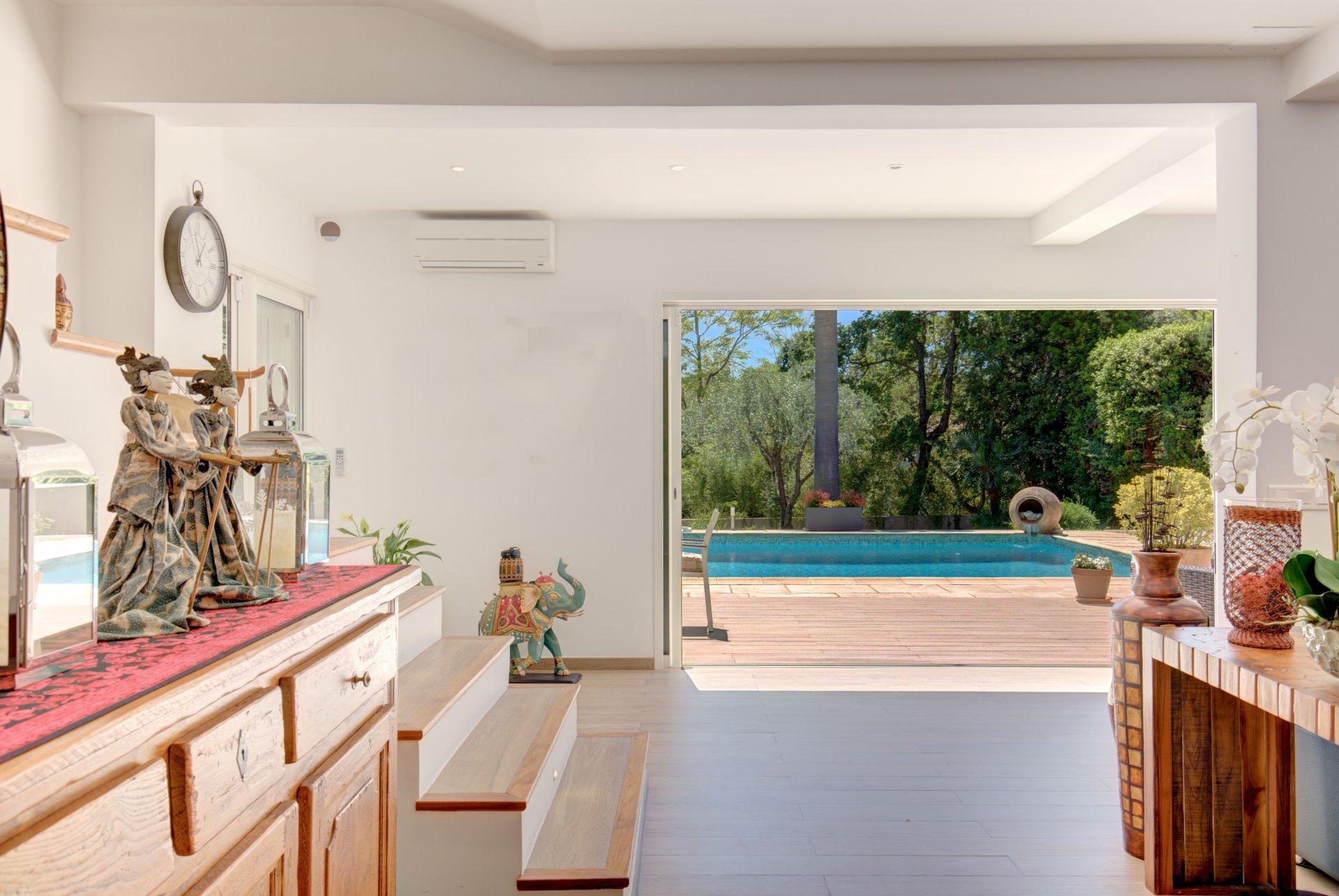 Mougins : Belle villa ensoleillée et rénovée, située dans un cadre sécurisé