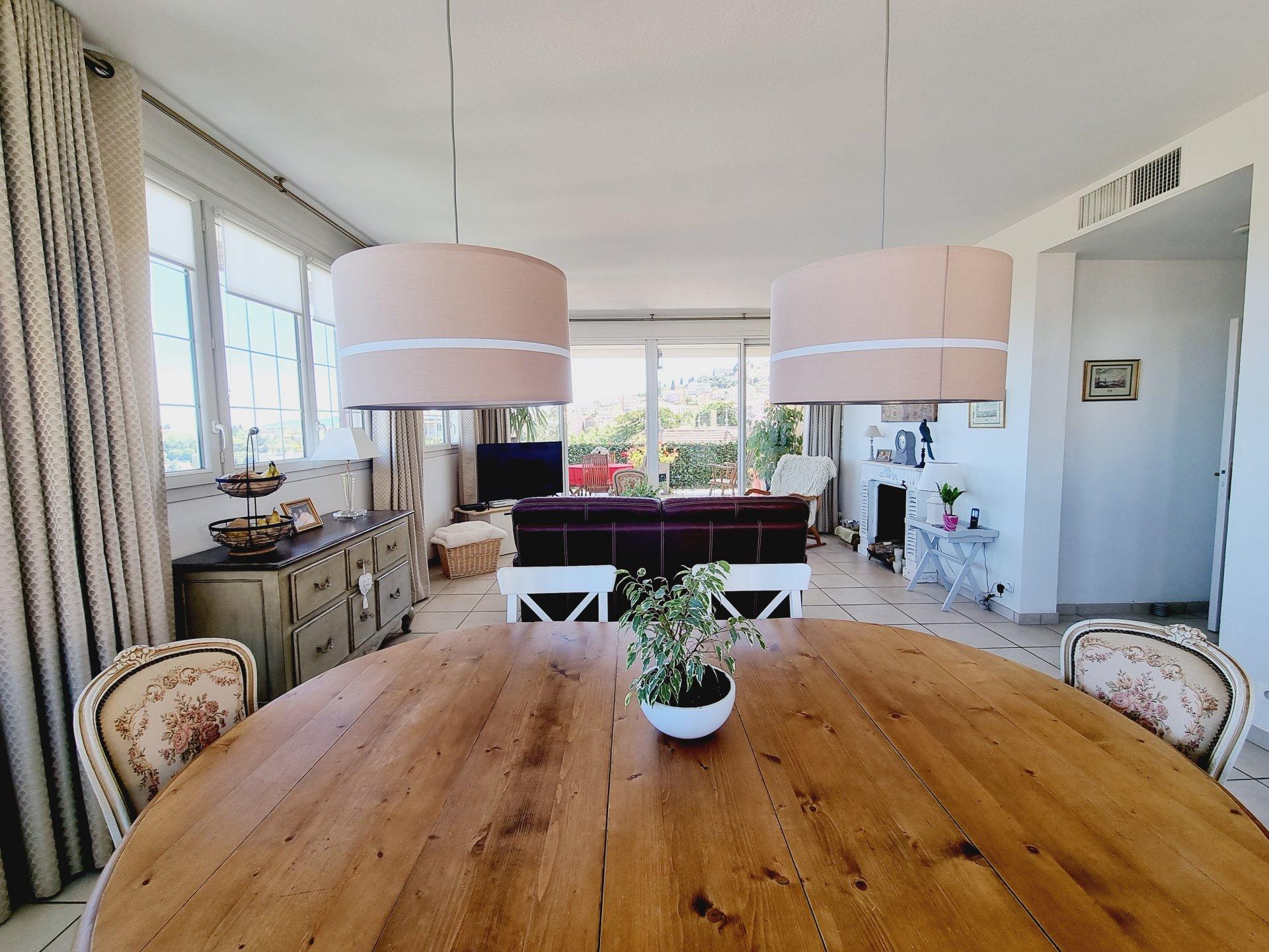 Vente sublime appartement 4P + Garage, vue mer, à Grasse
