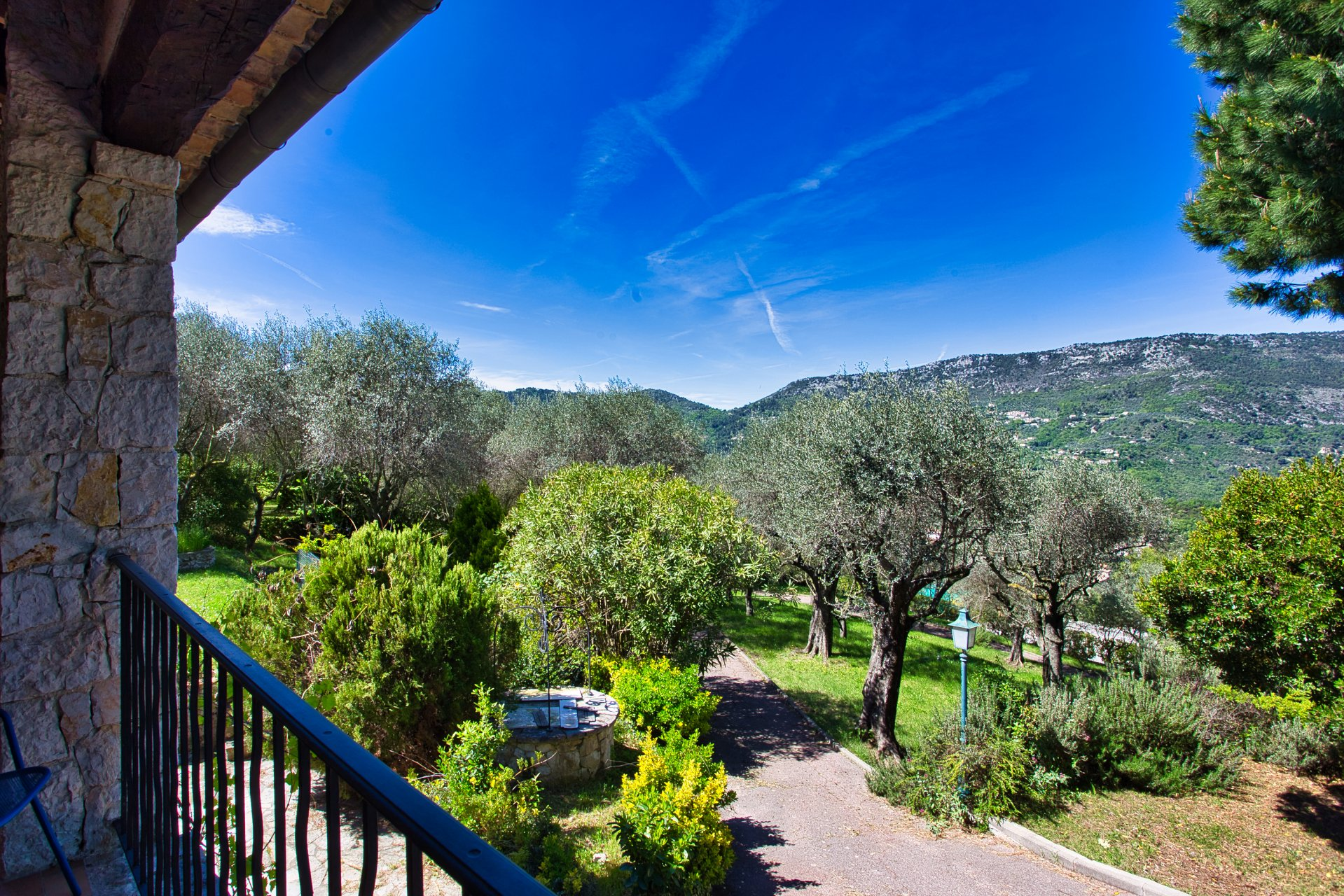 Côte d'Azur Contes  colline niçoise villa en pierre