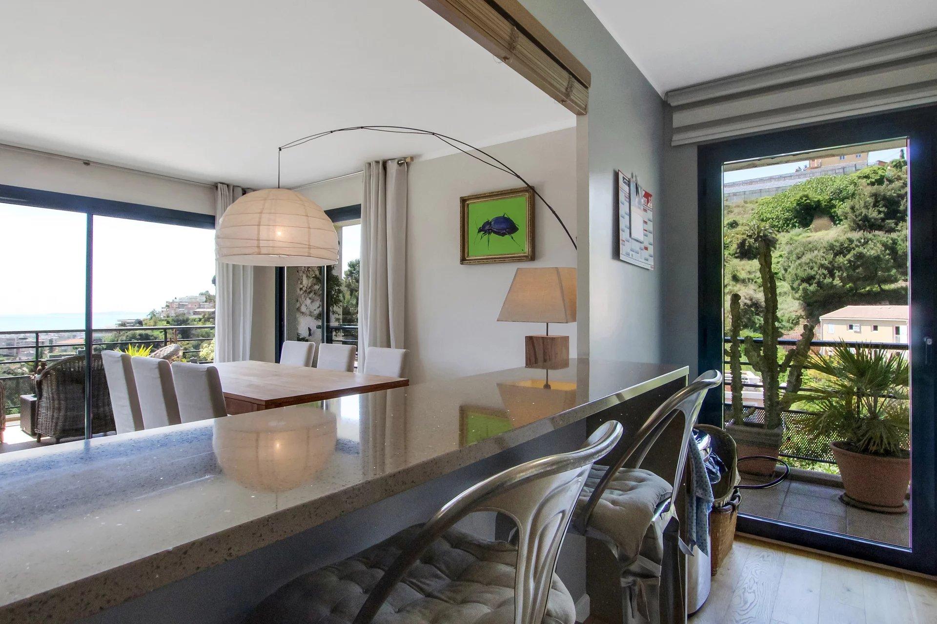 3 Bedroom flat top floor terrace sea view