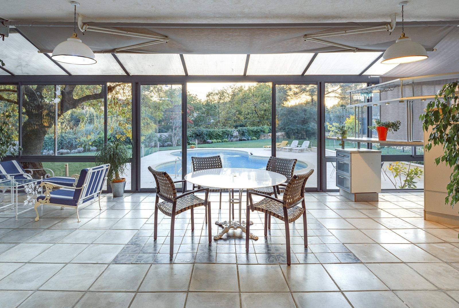 VALBONNE : family villa close to international schools