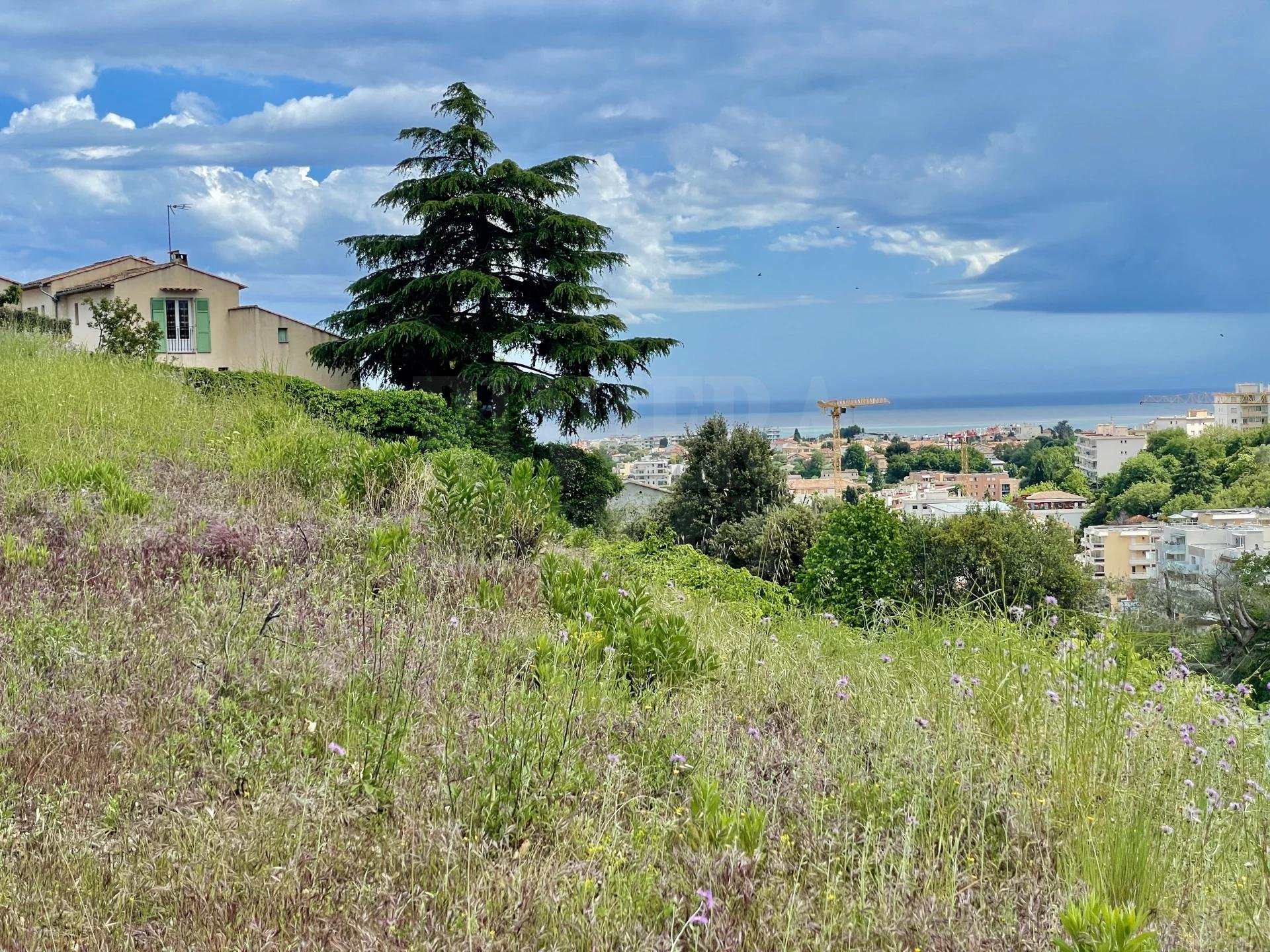 Building plot of 2304 m², nice sea view in Cagnes-sur-Mer