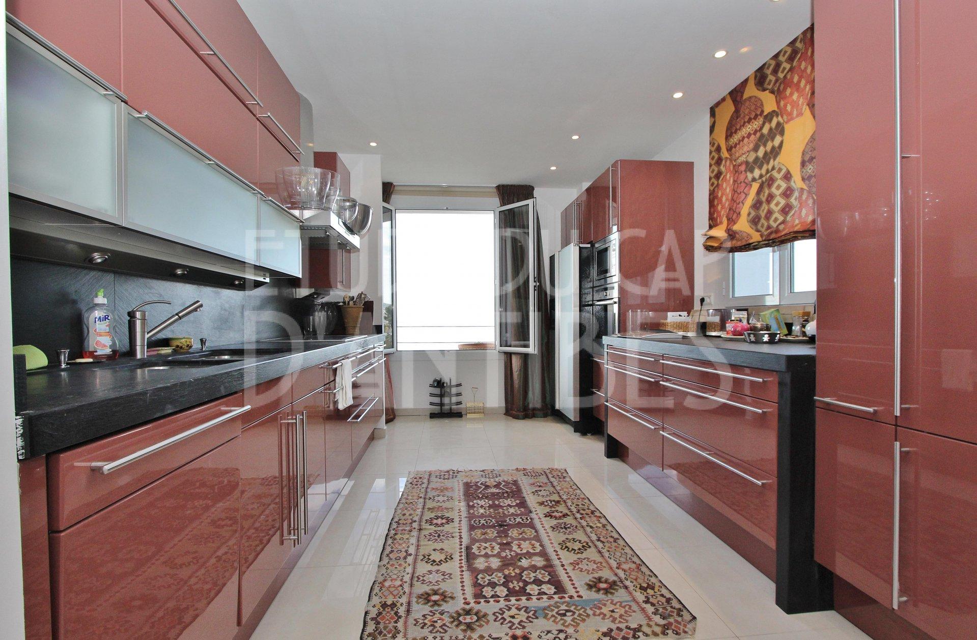 Cap d 39 antibes magnifique vue mer appartement louer for Location studio meuble antibes