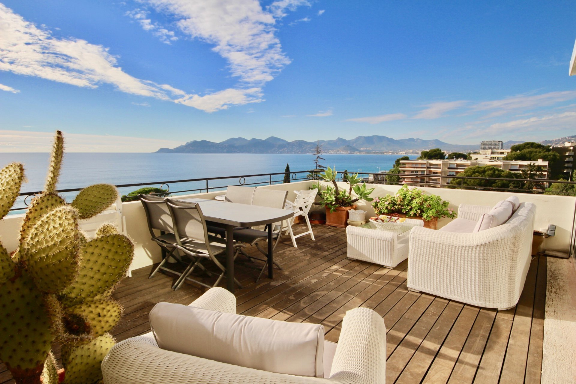 Amazing Penthouse 200 sqm Panoramic Sea View Top floor- Cannes