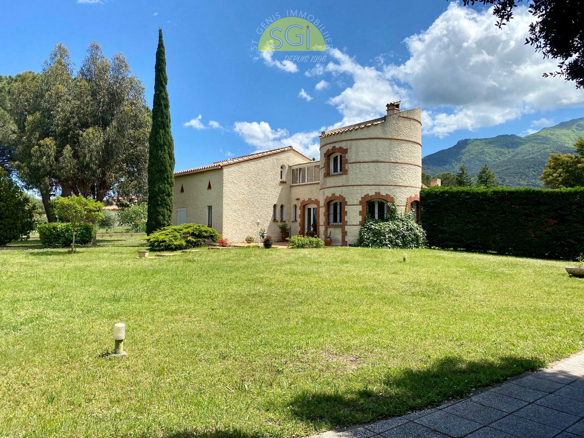 Villa 4 faces sur 3 782 m2 de terrain