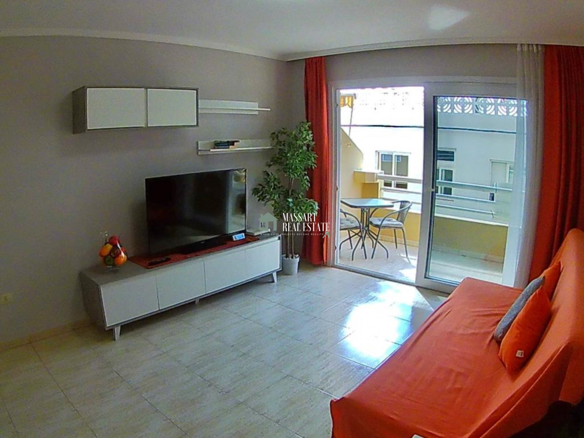 Licht 55 m2 appartement gekenmerkt door zijn goede staat van instandhouding en zijn strategische locatie ... zeer dicht bij de populaire wijk San Telmo, in Los Cristianos.