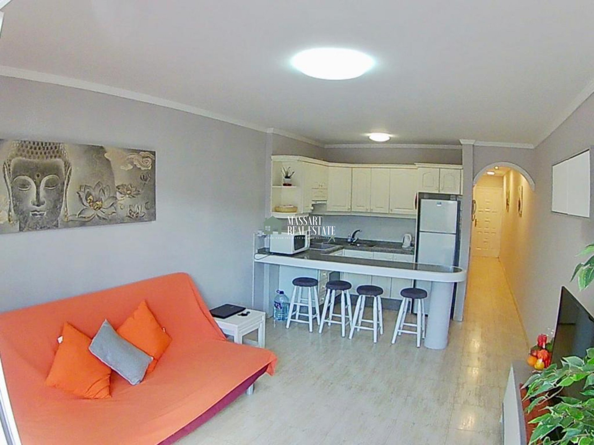 Bright 55 m2 apartment characterized by its good state of conservation and its strategic location ... very close to the popular area of San Telmo, in Los Cristianos.