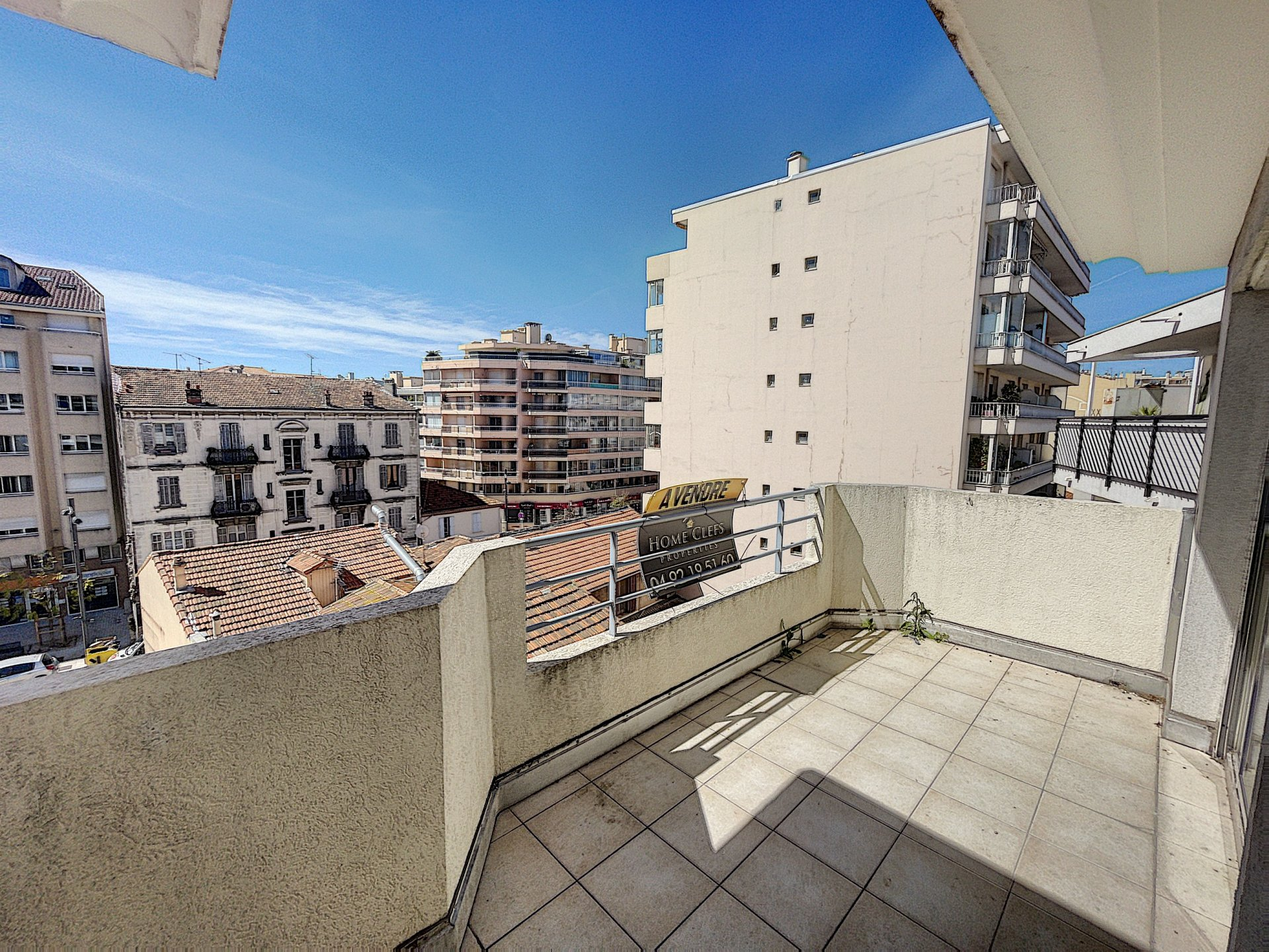 Cannes-La-Bocca-4 rooms with terrace.