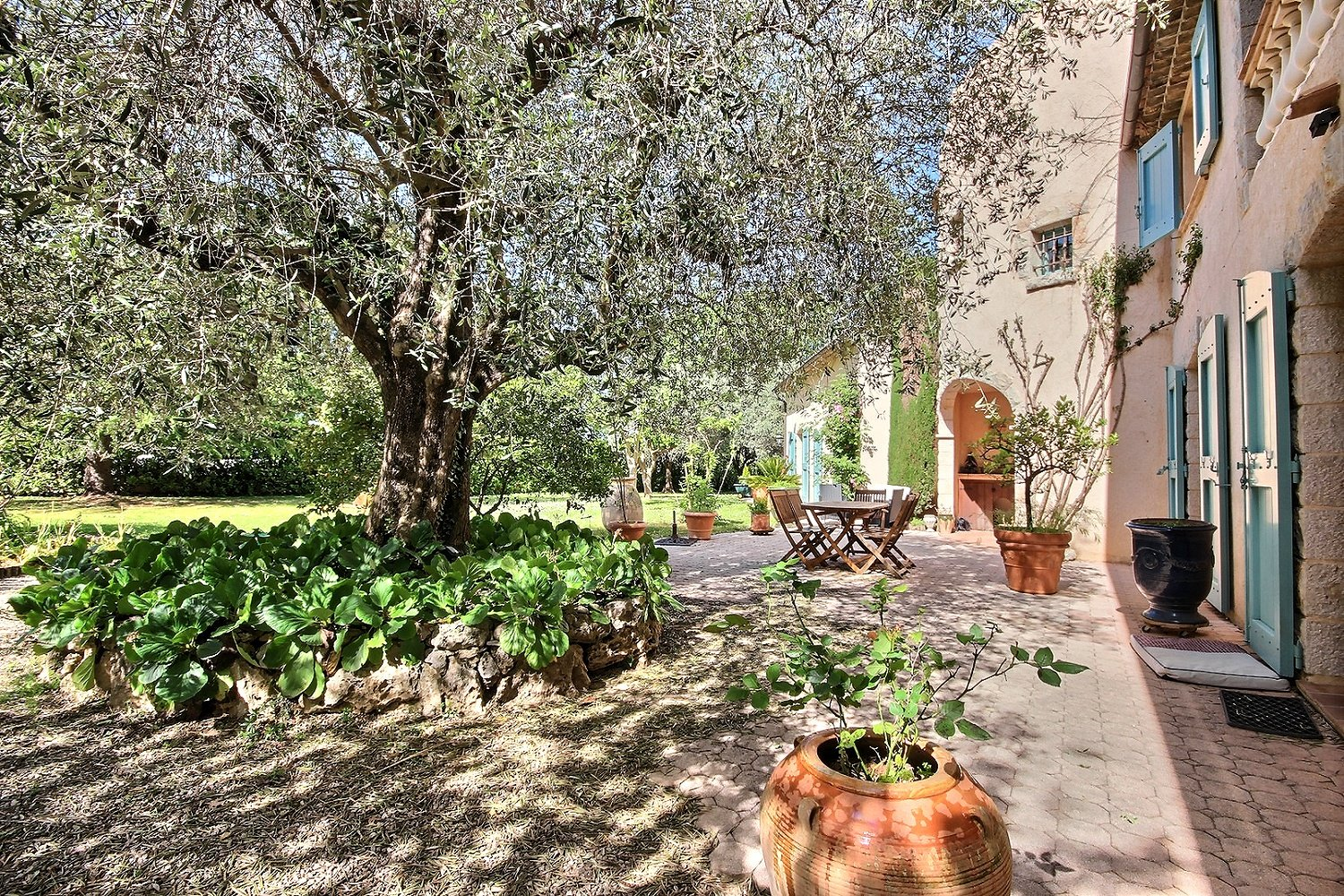 Very beautiful Provencal on 9300 m2 approx. ground.