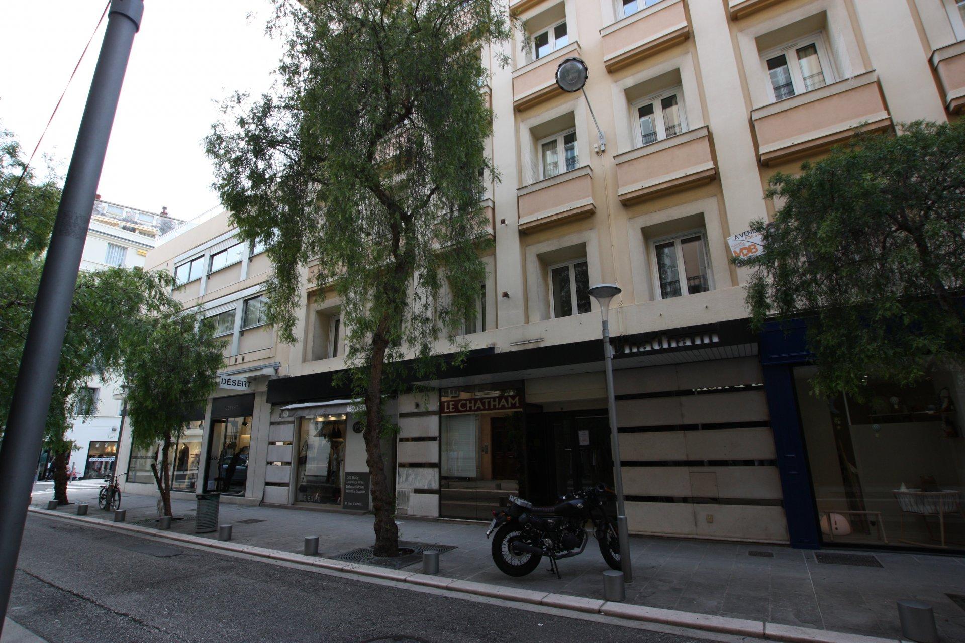 Nice Carré d'Or - Rue Alphonse Karr - 2 pièces refait à neuf - Terrasse - Climatisation - Domotique