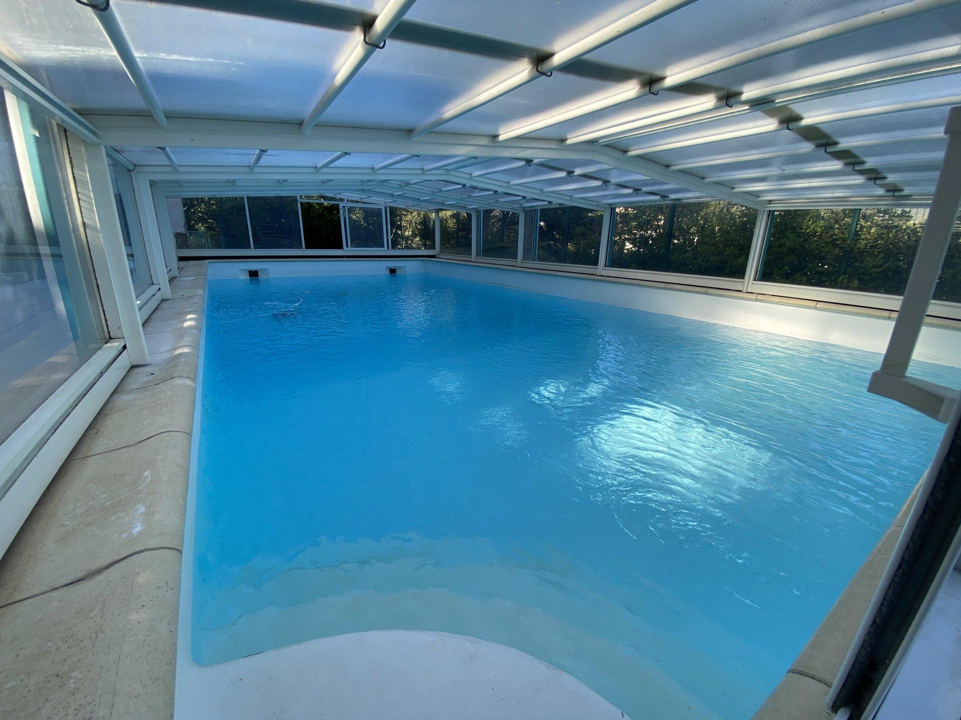 Villa 170 m2, T4 + 2 logements, terrain, piscine