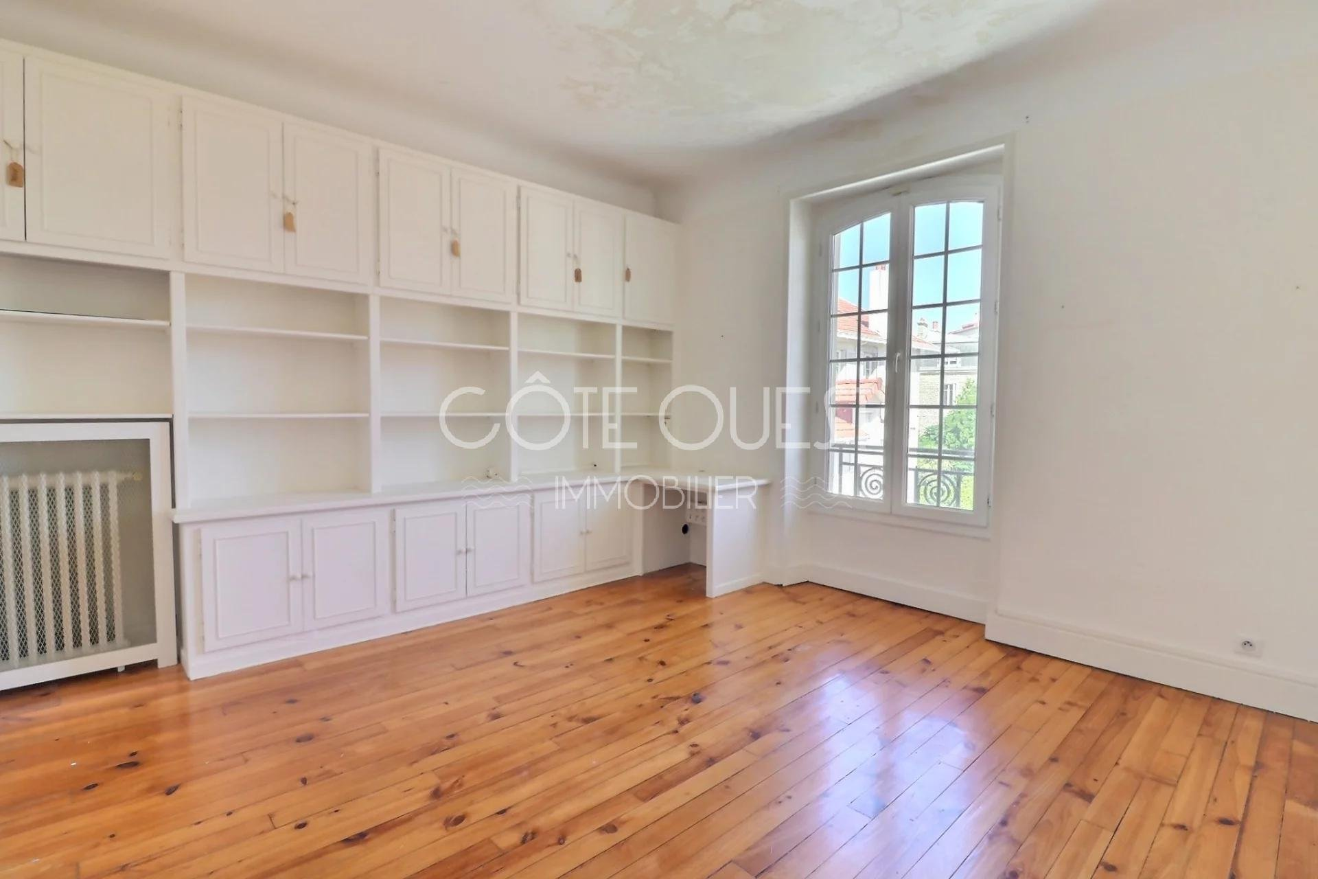 A SPACIOUS 164 SQM APARTMENT LOCATED A STONE'S THROW FROM THE CÔTE DES BASQUES