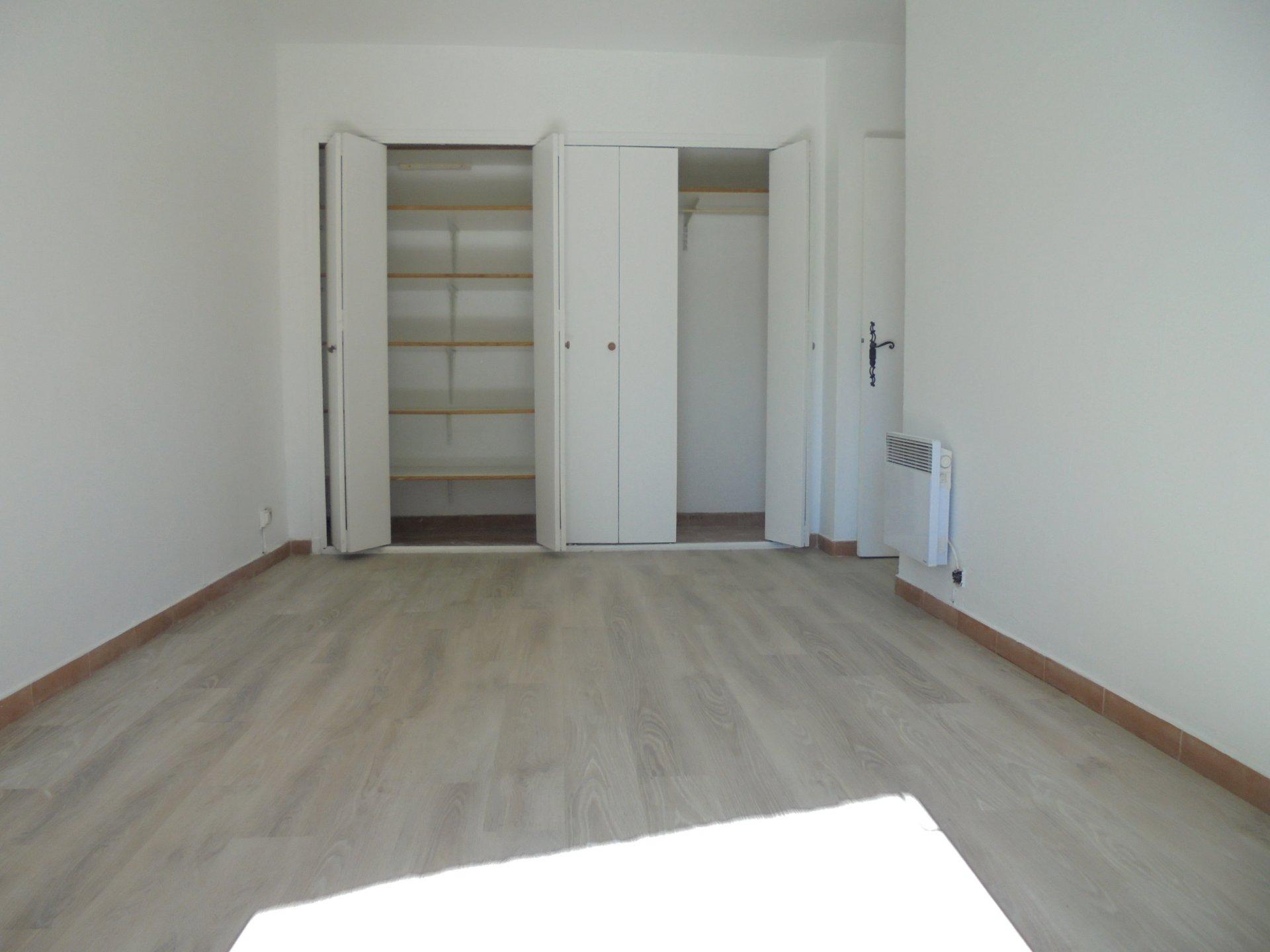 PEYMEINADE,  Appartement 2 Pièces, Vue, 1 parking