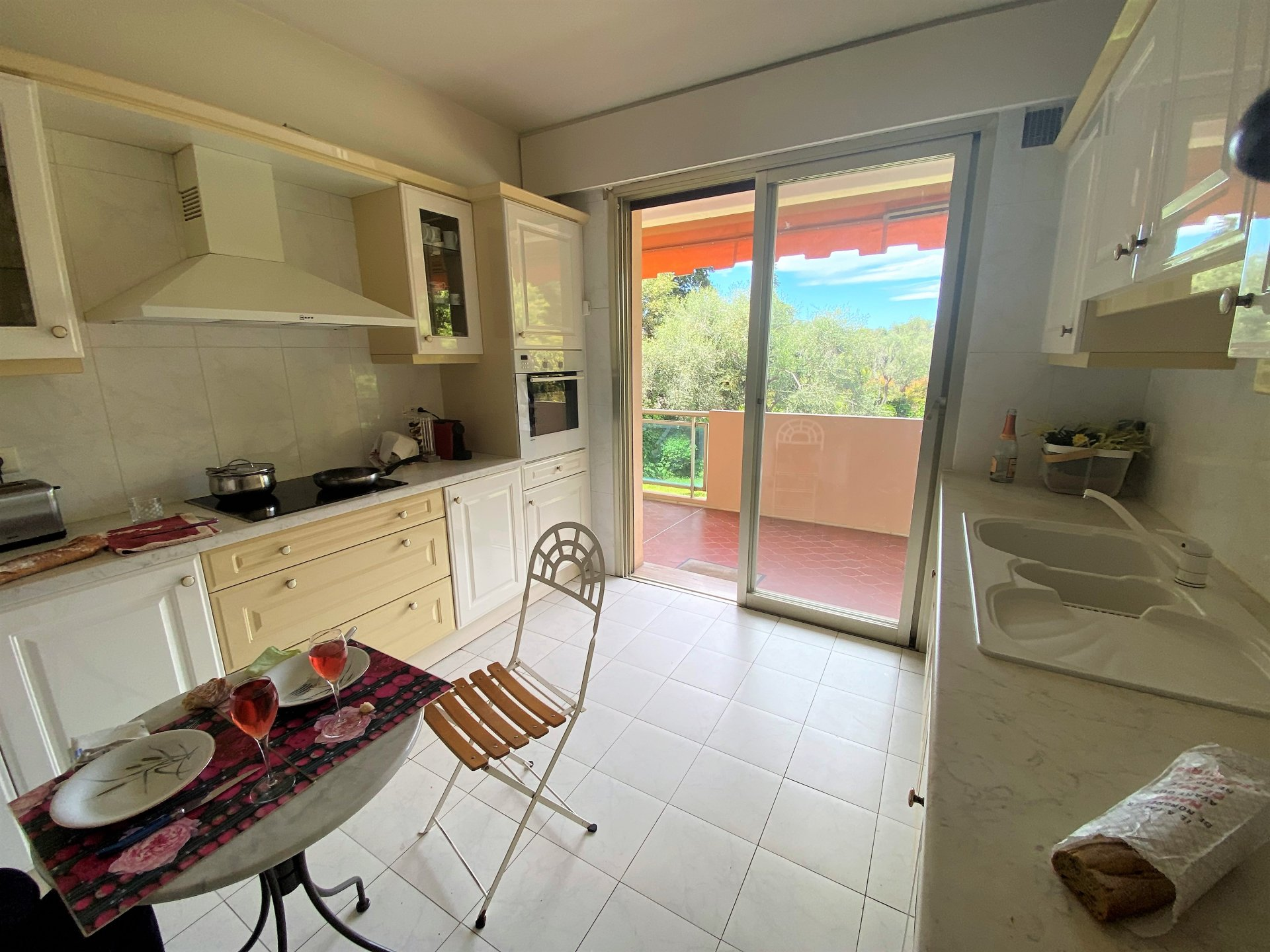 CANNES IN A GREEN SETTING SALE 3 ROOMS ABSOLUTE QUIET