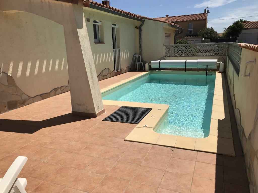Maison de plain-pied avec piscine