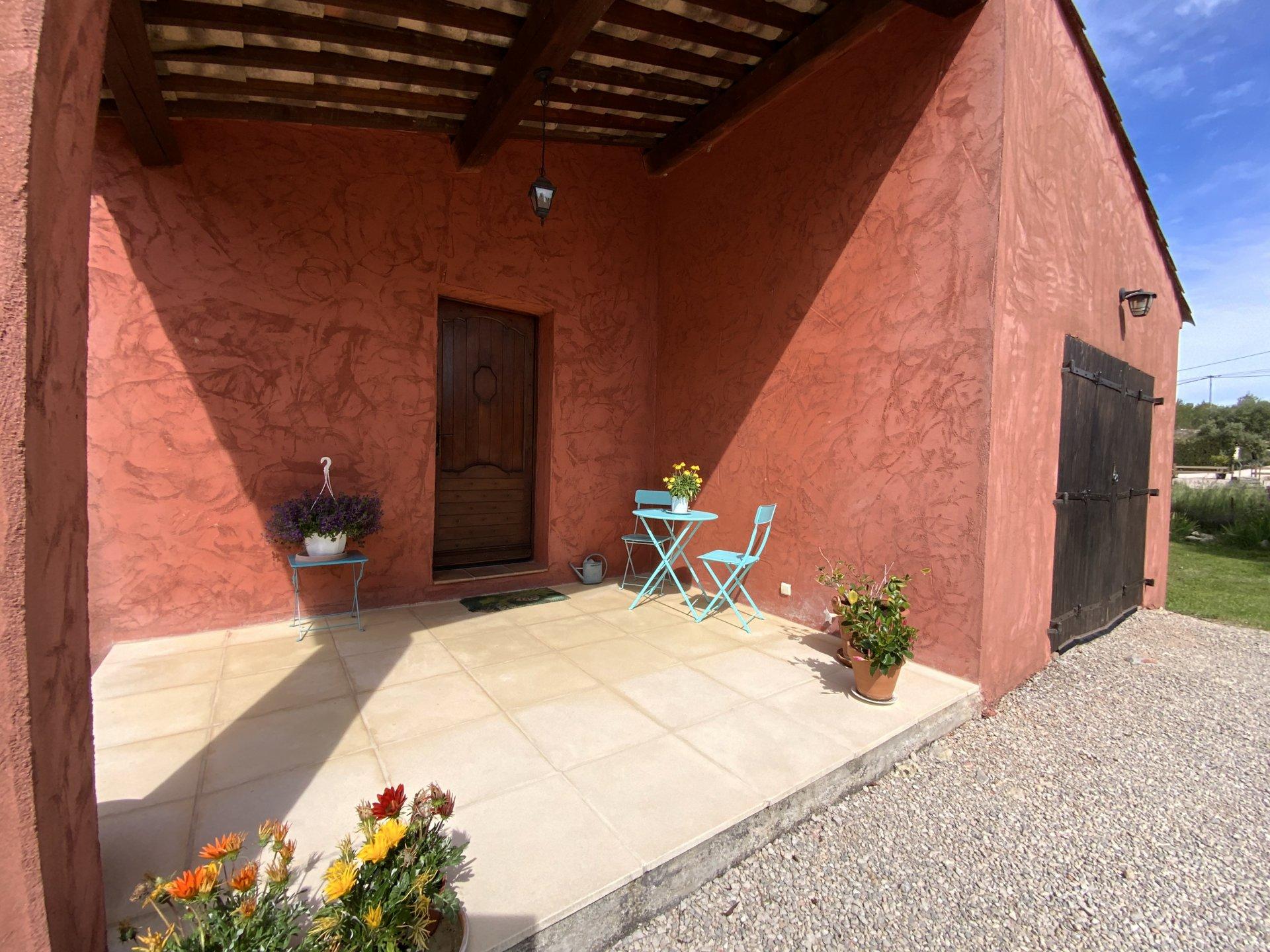 VILLA MODERNE - 3/4 chambres - garage - piscine.
