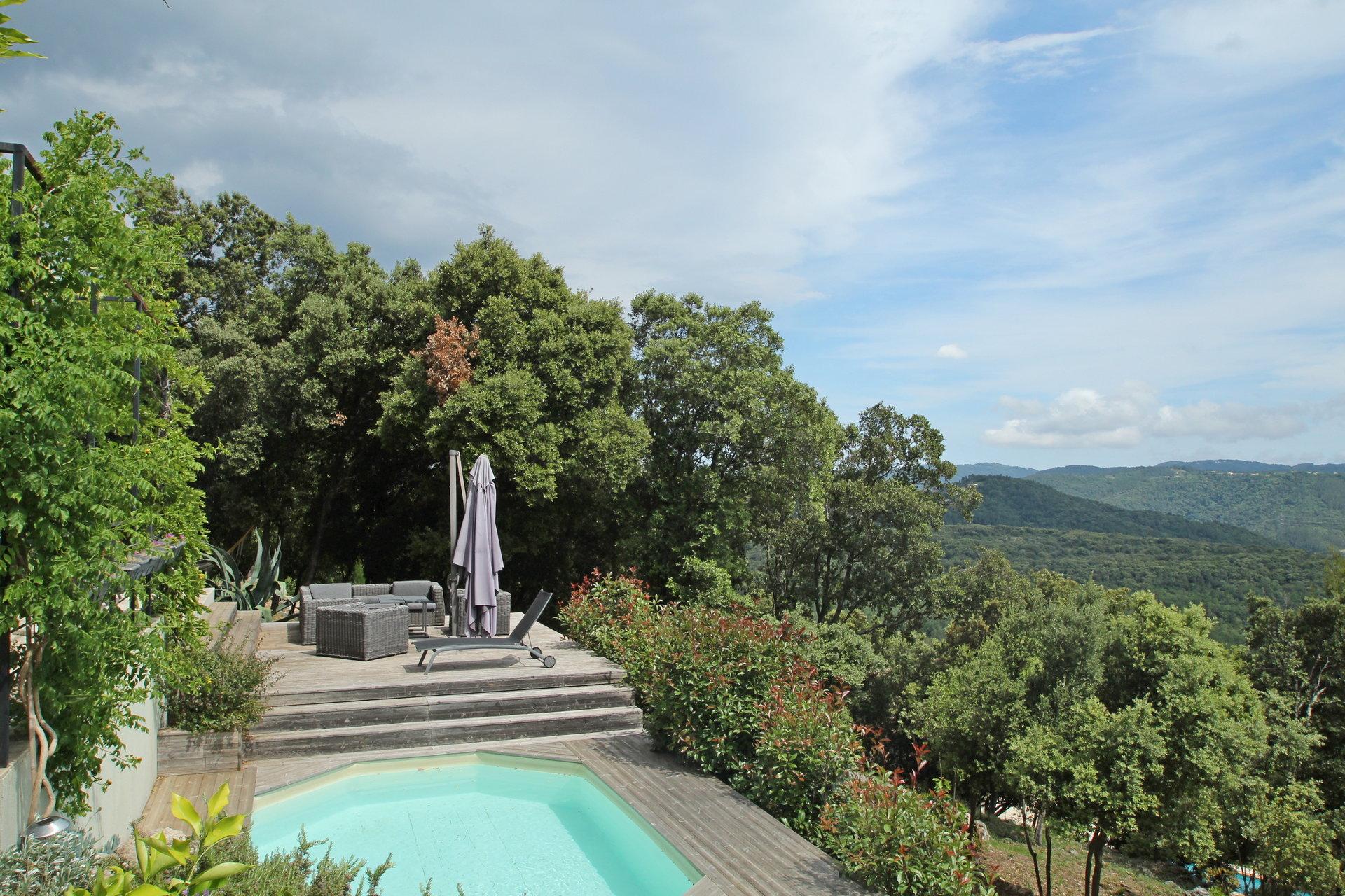 Montauroux: Villa contemporaine avec vue panoramique