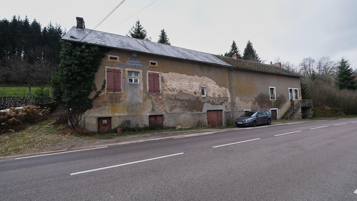 Authentiek te renoveren woonhuis te koop in Arleuf, Morvan