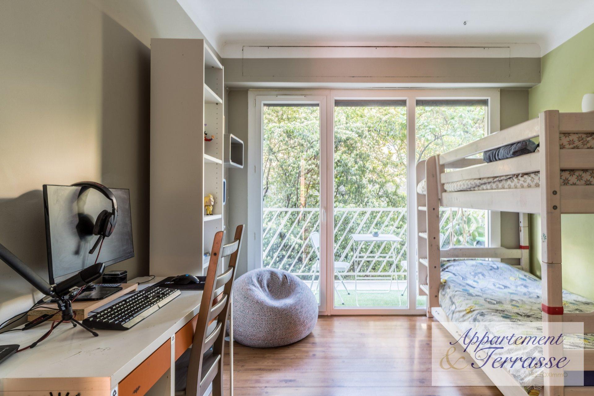 Ванс - 3-комнатная квартира с террасой в тихом районе