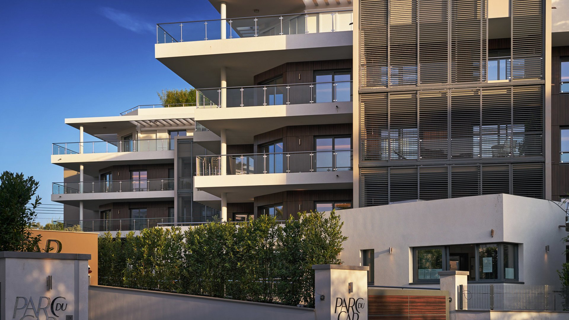 CAP D'ANTIBES -  New 2 bedroom apartement of 100m2 with large terraces in exceptional résidence