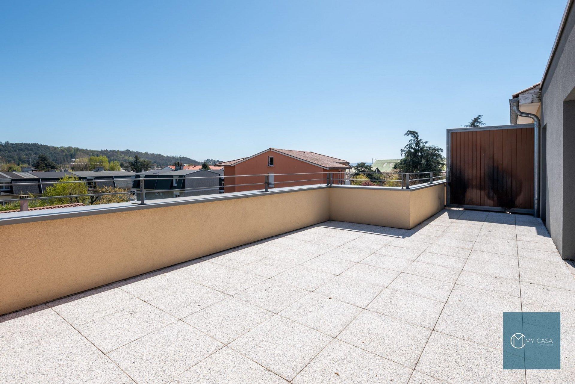 BRIGNAIS - Dernier étage de 45 m2 - Terrasse 28 m2 /Parking