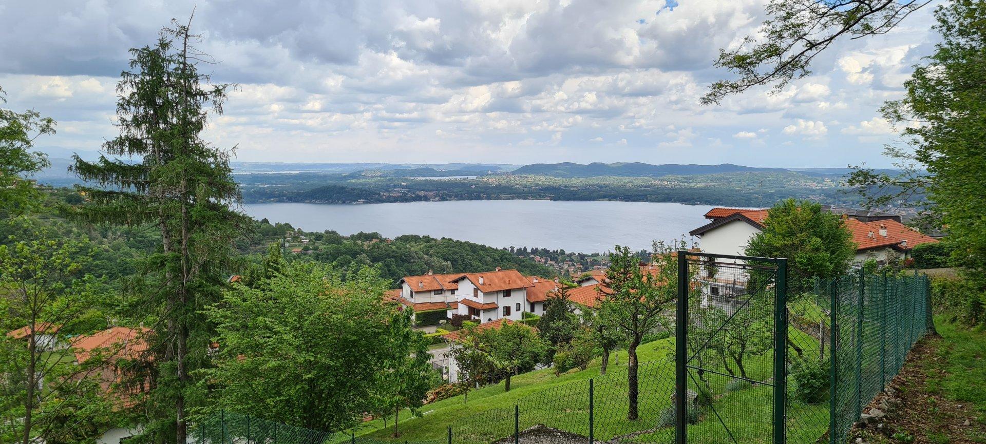 Bauland mit Blick auf den Lago Maggiore
