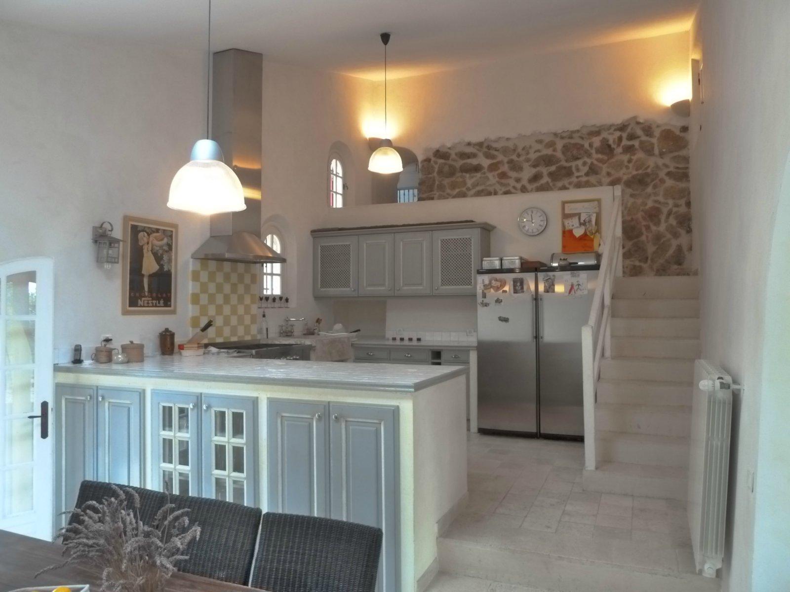 На Французской Ривьере, элитная недвижимость, провансальский овчарня, вид на море, на высотах, бассейн.
