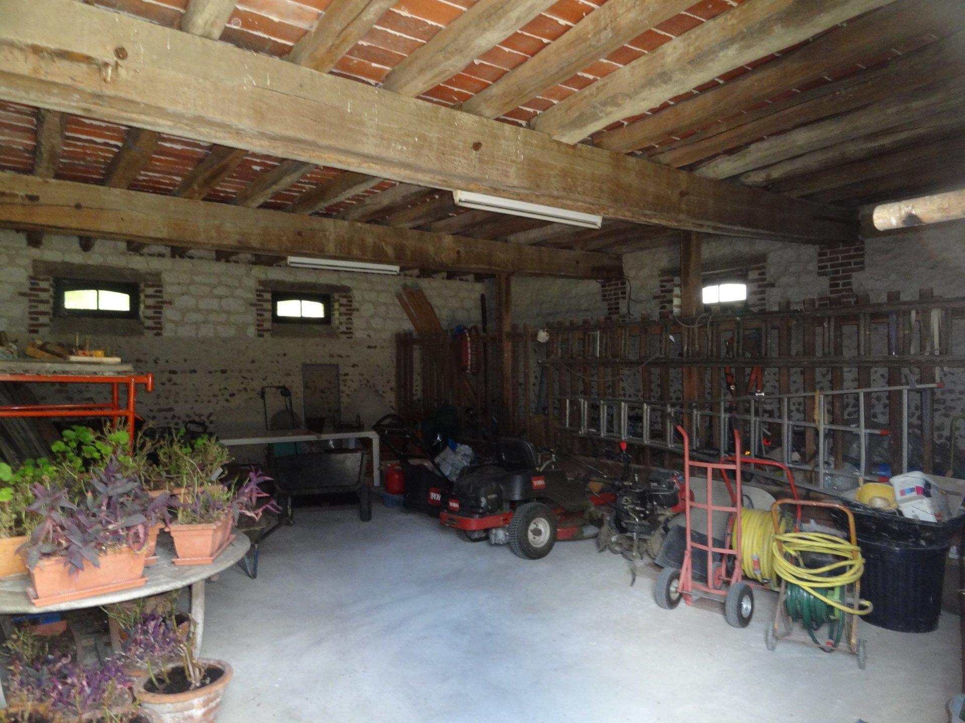 Sale House - Montholon