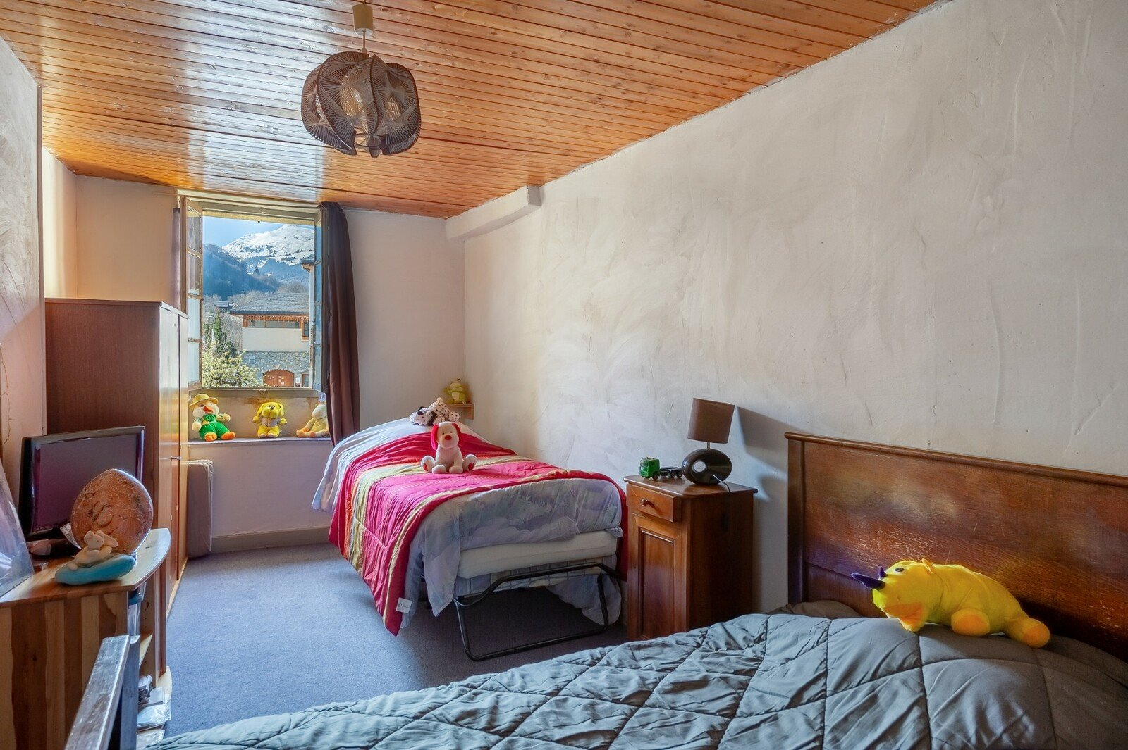2 Apartments, large property with potential - Meribel Les Allues
