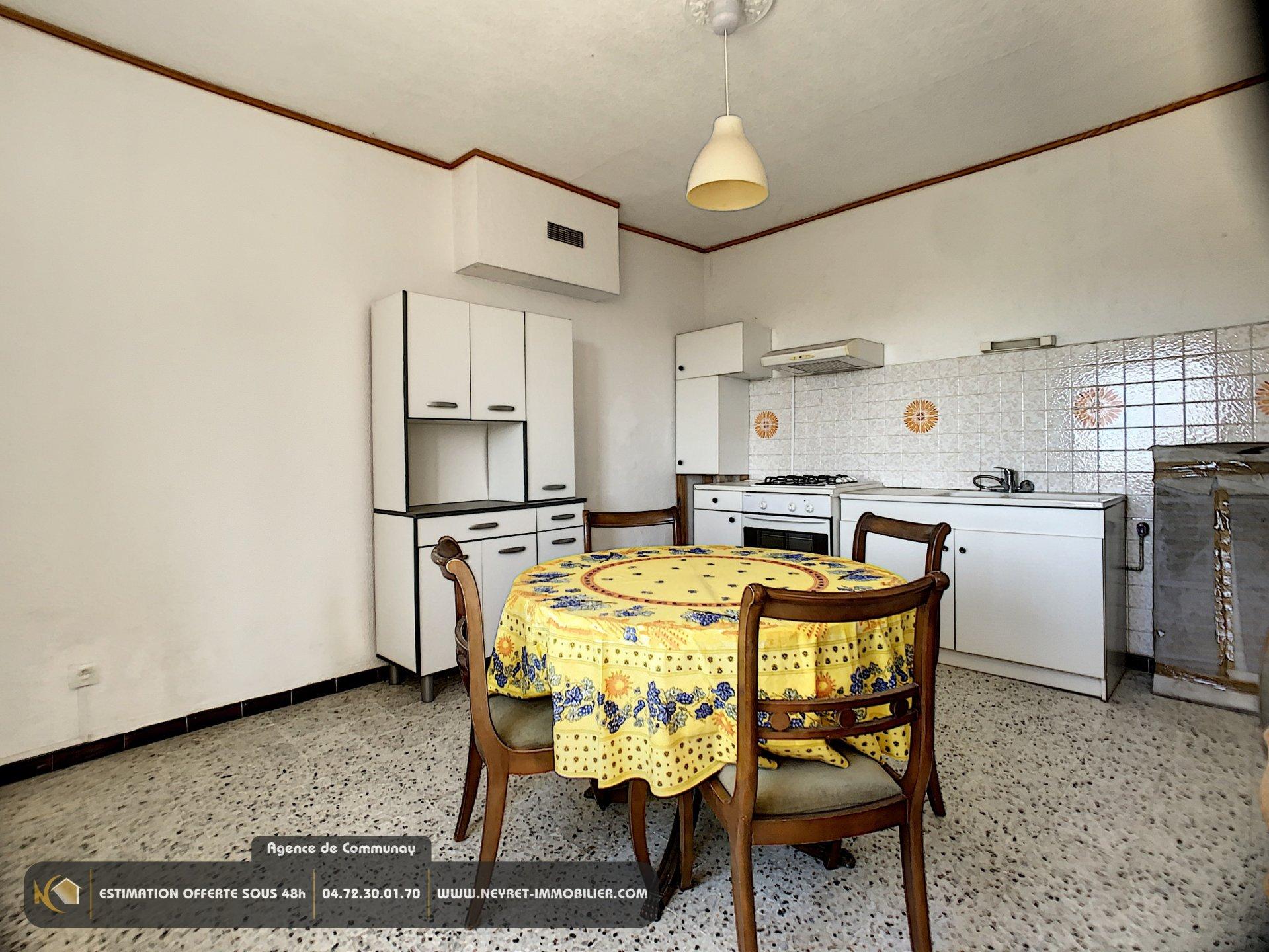 Maison de ville + appartement + garage