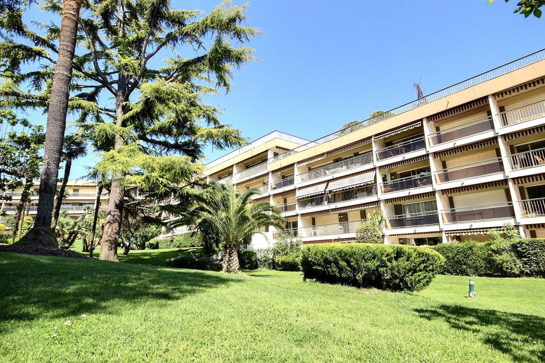 Cannes Montrose, dernier étage 3P