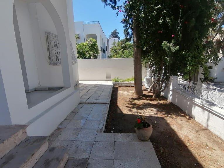 Location rez de chaussée de villa à la Marsa près de la mer