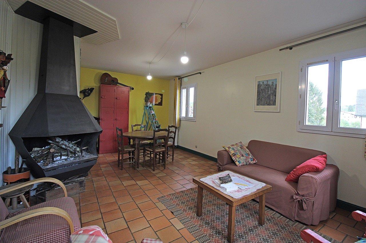 PAYS D'AUGE-CALVADOS- Lisieux centre Maison construction traditionnelle.