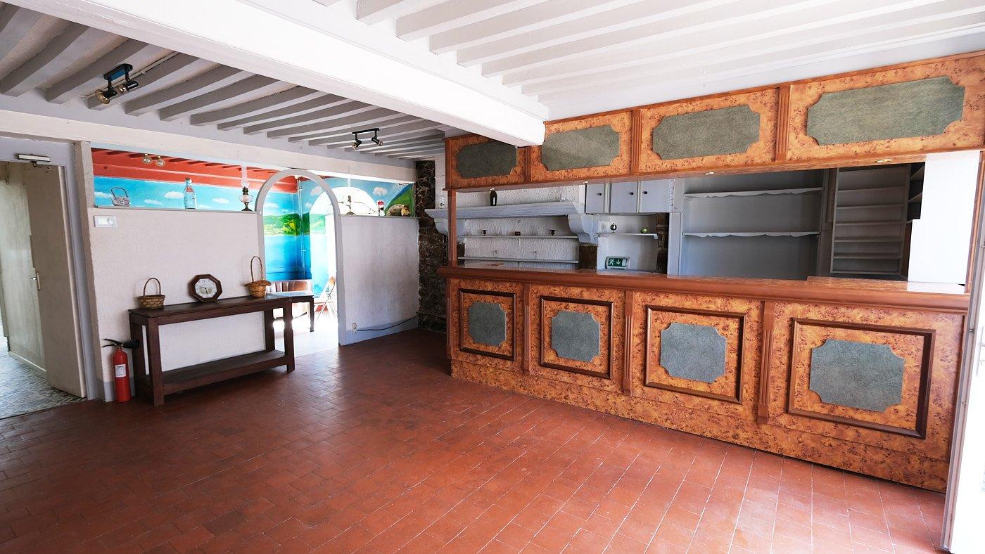 Magnifique hôtel à vendre avec appartement dans le Morvan